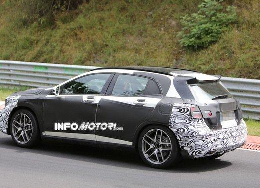 Mercedes GLA 45 AMG nuove immagini spia su pista - Foto 12 di 17