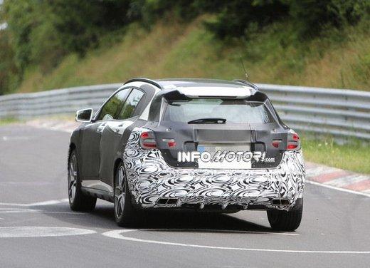 Mercedes GLA 45 AMG nuove immagini spia su pista - Foto 13 di 17