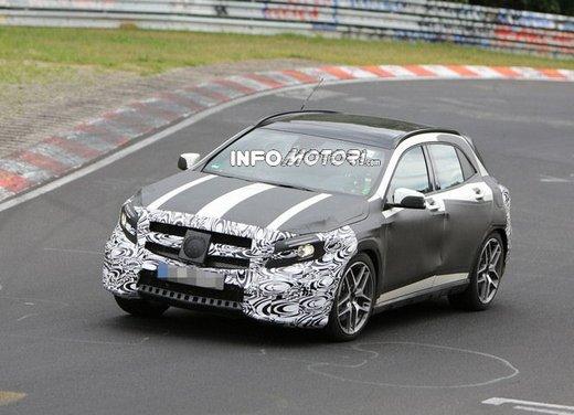 Mercedes GLA 45 AMG nuove immagini spia su pista - Foto 14 di 17