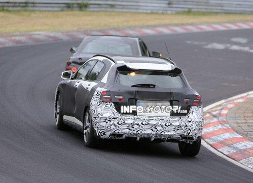 Mercedes GLA 45 AMG nuove immagini spia su pista - Foto 17 di 17