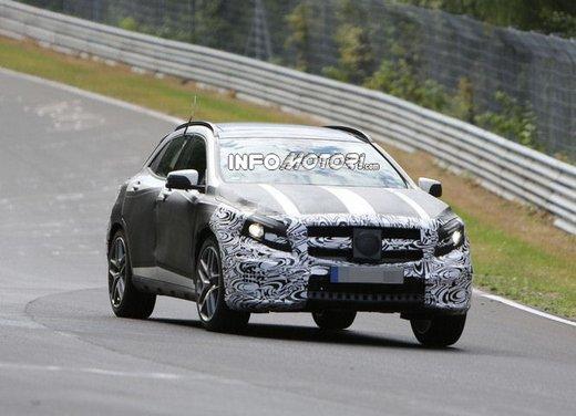Mercedes GLA 45 AMG nuove immagini spia su pista - Foto 4 di 17