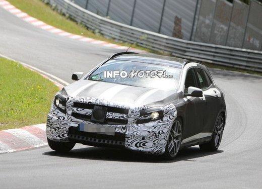 Mercedes GLA 45 AMG nuove immagini spia su pista - Foto 7 di 17