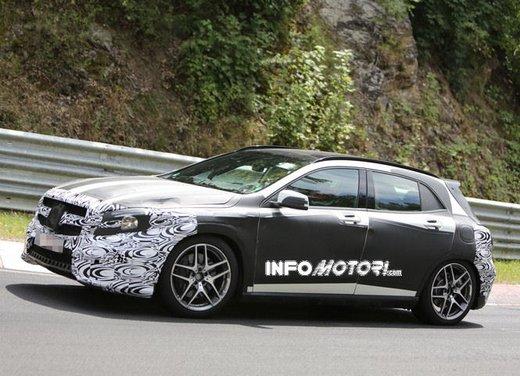 Mercedes GLA 45 AMG nuove immagini spia su pista - Foto 8 di 17