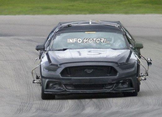 Ford Mustang, foto spia della nuova generazione - Foto 11 di 12