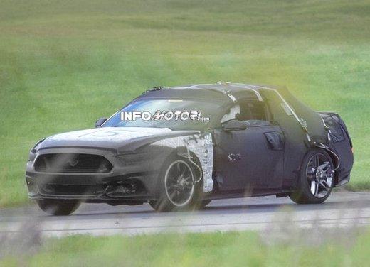 Ford Mustang, foto spia della nuova generazione - Foto 2 di 12