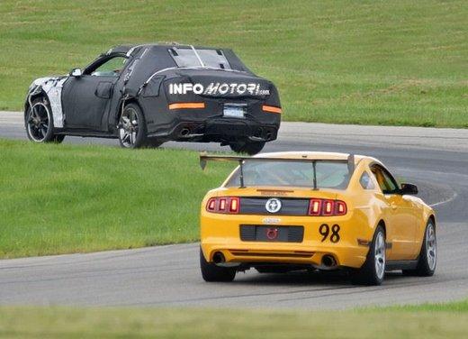 Ford Mustang, foto spia della nuova generazione - Foto 3 di 12