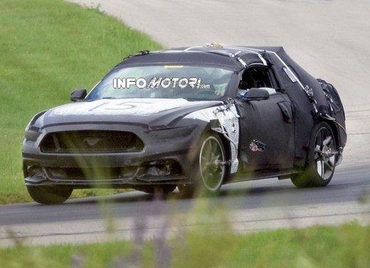 Ford Mustang, foto spia della nuova generazione - Foto 7 di 12