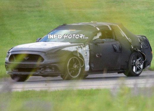 Ford Mustang, foto spia della nuova generazione - Foto 8 di 12
