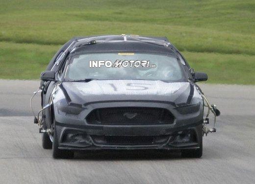 Ford Mustang, foto spia della nuova generazione - Foto 9 di 12