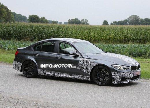 BMW M3 berlina nuove foto spia e dettagli - Foto 4 di 7