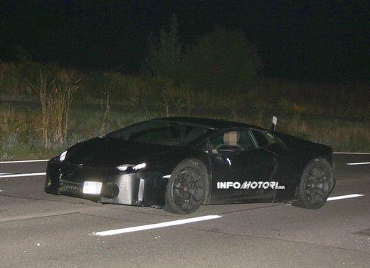 Lamborghini Cabrera prime foto spia - Foto 1 di 11