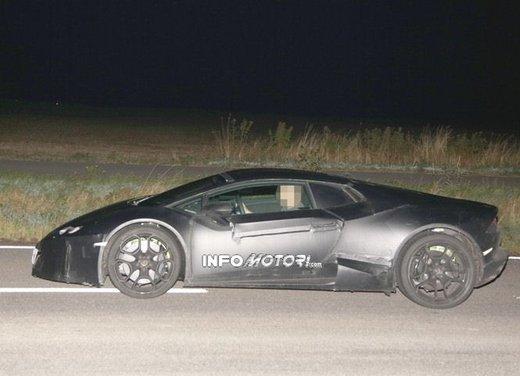Lamborghini Cabrera prime foto spia - Foto 3 di 11