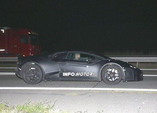 Lamborghini Cabrera prime foto spia - Foto 9 di 11