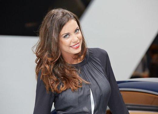 Le foto delle più belle modelle tra gli stand del Salone di Francoforte 2013 - Foto 14 di 15