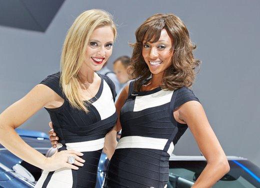 Le foto delle più belle modelle tra gli stand del Salone di Francoforte 2013 - Foto 2 di 15