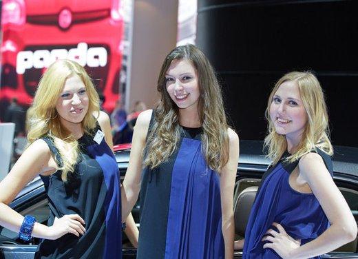Le foto delle più belle modelle tra gli stand del Salone di Francoforte 2013 - Foto 6 di 15