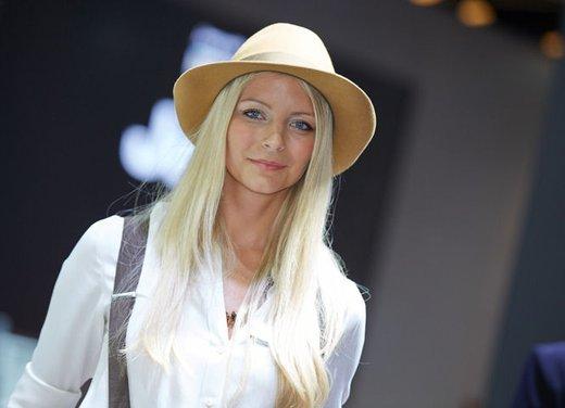 Le foto delle più belle modelle tra gli stand del Salone di Francoforte 2013 - Foto 1 di 15
