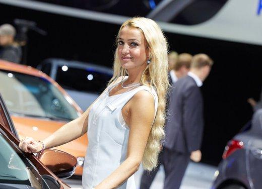 Le foto delle più belle modelle tra gli stand del Salone di Francoforte 2013 - Foto 9 di 15