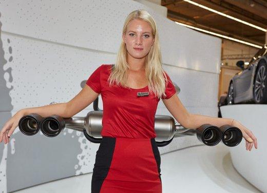 Le foto delle più belle modelle tra gli stand del Salone di Francoforte 2013 - Foto 5 di 15