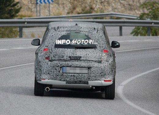 Renault Twingo cinque porte foto spia - Foto 1 di 7