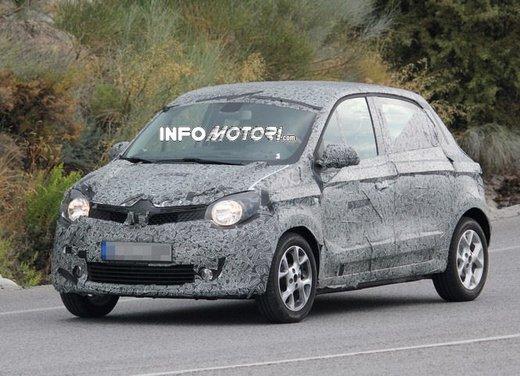 Renault Twingo cinque porte foto spia - Foto 2 di 7