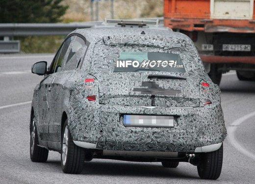 Renault Twingo cinque porte foto spia - Foto 3 di 7