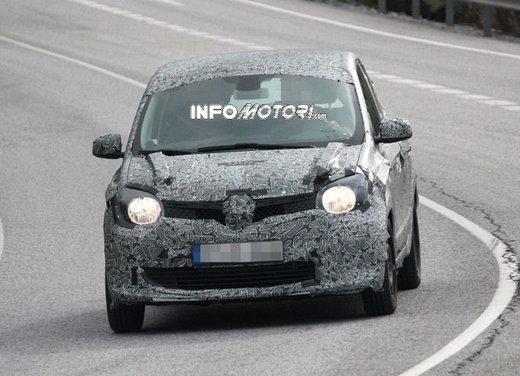 Renault Twingo cinque porte foto spia - Foto 4 di 7