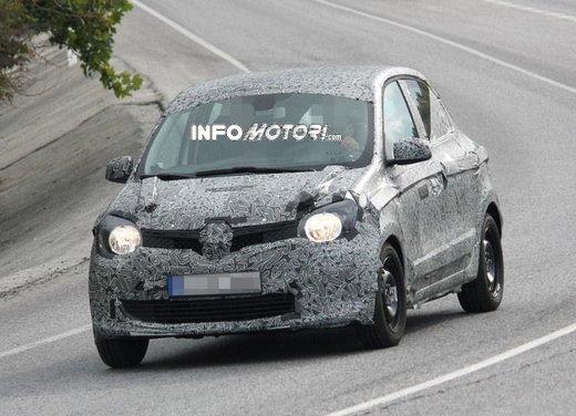 Renault Twingo cinque porte foto spia - Foto 6 di 7