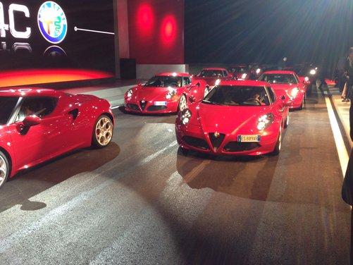 Alfa Romeo 4C provata su strada e pista a Balocco - Foto 13 di 21