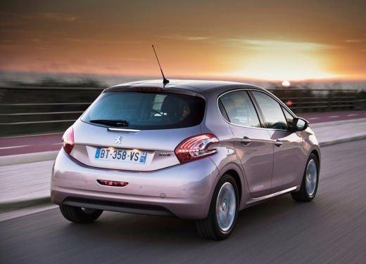 Peugeot 208 al prezzo di 9.950 euro per tutto il mese di ottobre - Foto 11 di 13