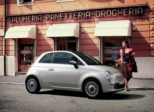 Fiat 500 car sharing a Milano