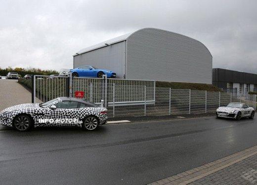 Jaguar F-Type foto spia delle varianti Coupè e Spider - Foto 2 di 5