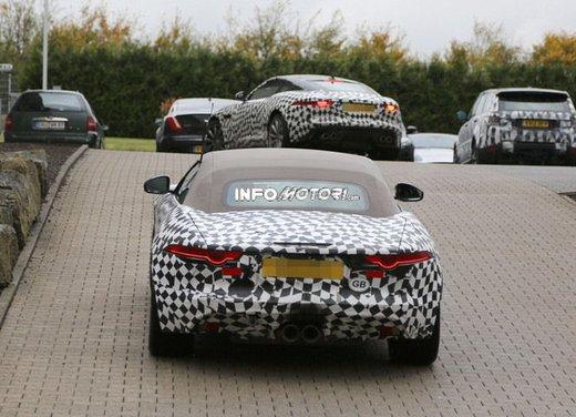Jaguar F-Type foto spia delle varianti Coupè e Spider - Foto 3 di 5