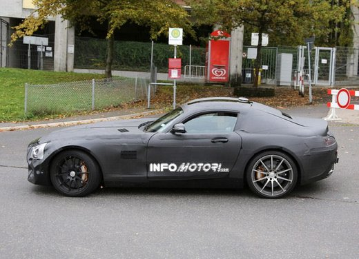 Mercedes AMG GT prime foto spia - Foto 10 di 19