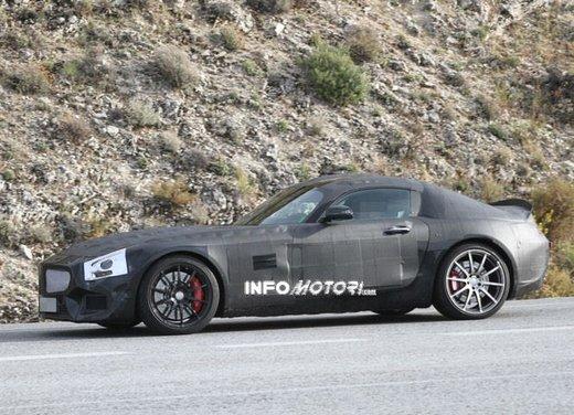Mercedes AMG GT prime foto spia - Foto 12 di 19