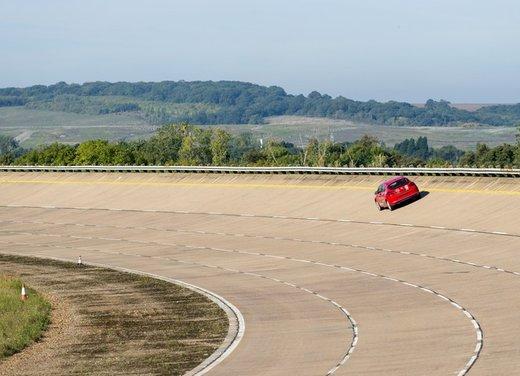 Opel Astra con motore diesel tenta il record mondiale di velocità - Foto 3 di 7