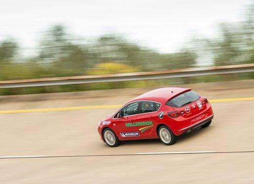 Opel Astra con motore diesel tenta il record mondiale di velocità - Foto 4 di 7