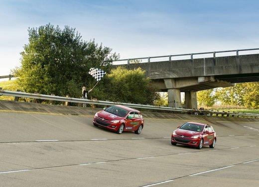 Opel Astra con motore diesel tenta il record mondiale di velocità - Foto 5 di 7