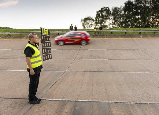 Opel Astra con motore diesel tenta il record mondiale di velocità - Foto 1 di 7