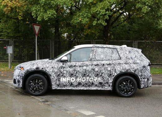 BMW X1 foto spia - Foto 4 di 9