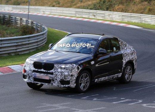 BMW X4 nuove foto spia su pista