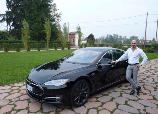 Tesla Model S prova su strada col primo cliente italiano della Tesla - Foto 10 di 22