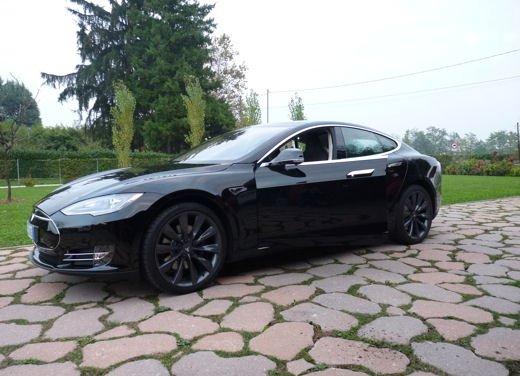 Tesla Model S prova su strada col primo cliente italiano della Tesla - Foto 11 di 22