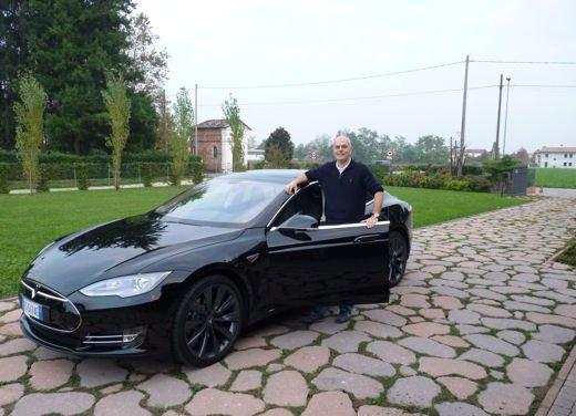 Tesla Model S prova su strada col primo cliente italiano della Tesla - Foto 12 di 22