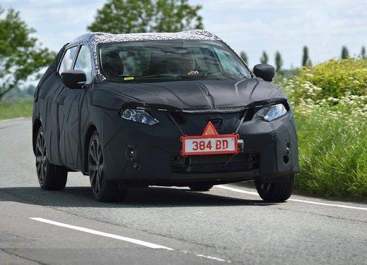 Nissan Qashqai prime foto ufficiali dei test - Foto 6 di 9