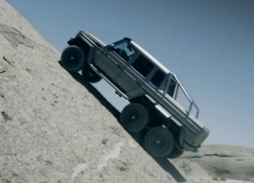 Mercedes Classe G 63 AMG 6×6 affronta il deserto in un video - Foto 8 di 11