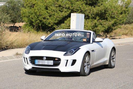 Jaguar F-Type foto spia della versione con motore 4 cilindri - Foto 1 di 7