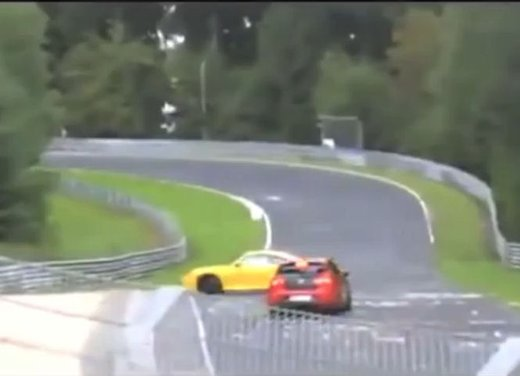 Gli incidenti nel circuito del Nurburgring in video - Foto 1 di 5