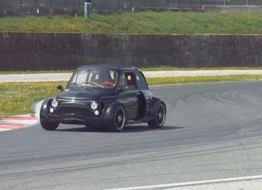 Fiat 500 con motore V8 3.0 di una Ferrari in video - Foto 3 di 6