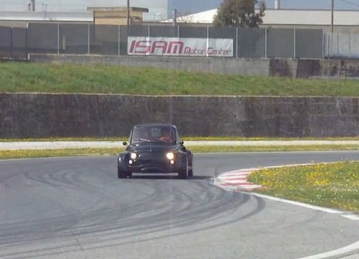 Fiat 500 con motore V8 3.0 di una Ferrari in video - Foto 4 di 6